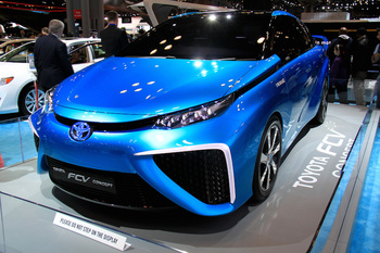 TOYOTA-Fuel-Cell-Vehicle-04.jpg